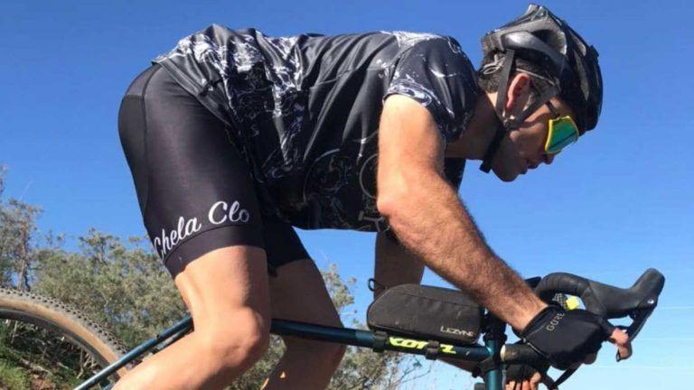¿Cómo agarrar el manillar en una bici Gravel?
